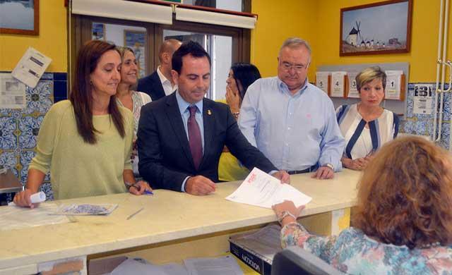 Los concejales del PSOE hacen p�blica su declaraci�n de bienes