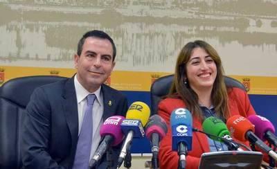 PSOE y Ganemos juntos contra gasolineras en 'zonas vulnerables'