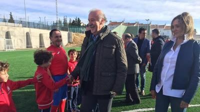 Vicente del Bosque inaugura las obras del campo de fútbol de La Puebla de Montalbán