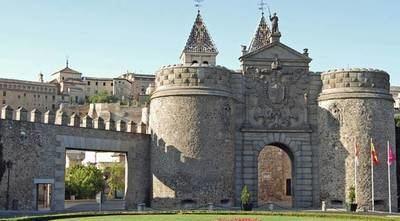 Detenido en Toledo un conductor tras impactar contra la Puerta de Bisagra tras una persecución