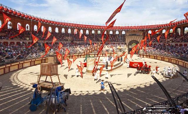 La promotora del futuro parque temático de Toledo se muestra