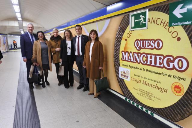 El queso manchego llegará a cerca de seis millones de pasajeros del metro de Madrid gracias a la campaña de promoción de la Junta