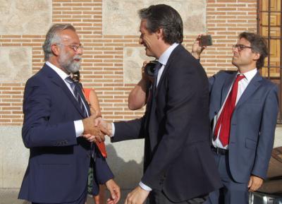 Íñigo de la Serna y el alcalde, Jaime Ramos / Archivo
