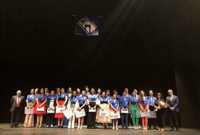Multitudinaria graduación de los alumnos de 2º de Bachillerato del IES Puerta de Cuartos