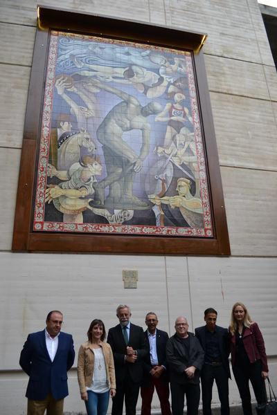 Sandra Sánchez inaugura el mural cerámico que rinde homenaje a los deportistas talaveranos