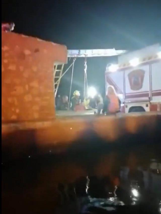 RESCATE | Salvan a dos menores atrapados en un pozo de siete metros