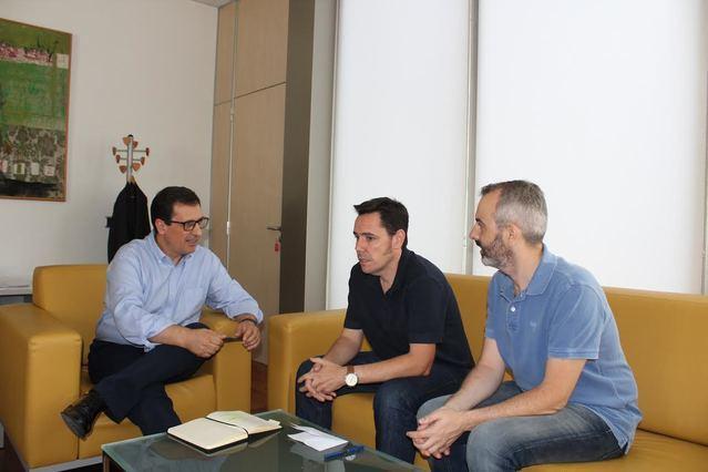 Un momento de la reunión entre la Junta y los sindicatos