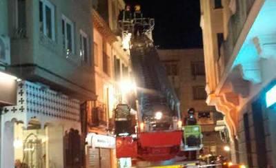 Se desprende el revoco de un edificio en la calle Arco de San Pedro
