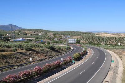 ATENCIÓN | Si quieres usar una autopista o autovía, tendrás que pagar