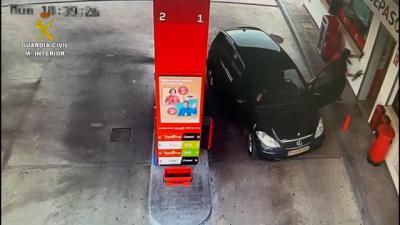 Detenido por robar en una gasolinera y encañonar a los clientes y la empleada