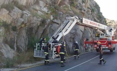 Sigue cortado un carril en la carretera del Valle de Toledo