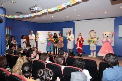 Actividades, reconocimiento a profesionales y decoración, señas de identidad de la Navidad en los centros sanitarios