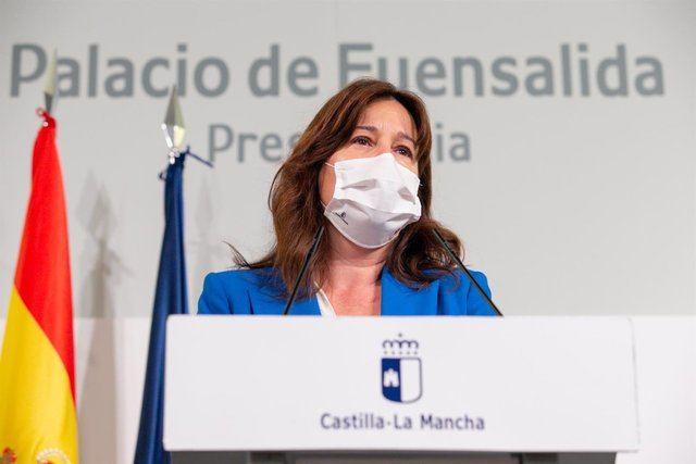 La portavoz y consejera de Igualdad, Blanca Fernández, en rueda de prensa. - JCCM
