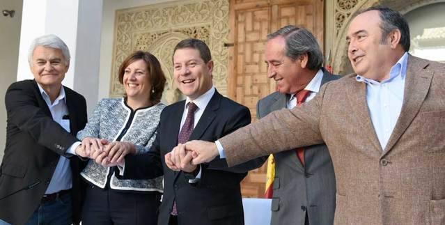 Page firma el Pacto por la Recuperación con CECAM, CCOO y UGT