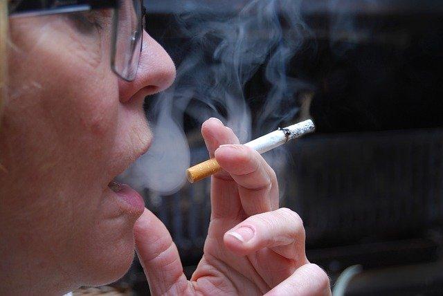 COVID-19 | ¿Prohibir fumar en la calle en toda España?