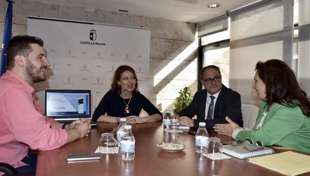 Castilla-La Mancha trabaja en incorporar una nueva tecnología que mejorará la accesibilidad de personas sordas