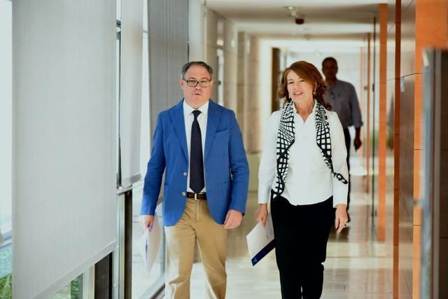 El Gobierno regional impulsa un servicio de videoasistencia y acompañamiento para personas mayores sordas