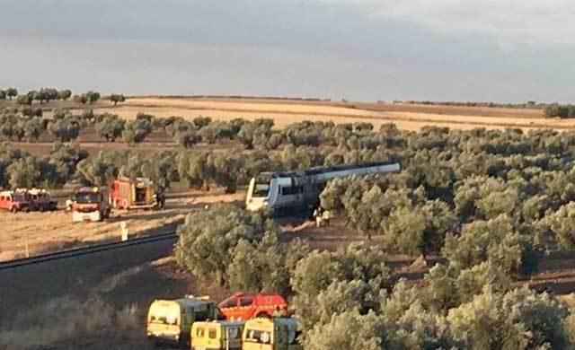 Adif restablece el tráfico entre Talavera y Torrijos tras la colisión entre el tren y el tractor