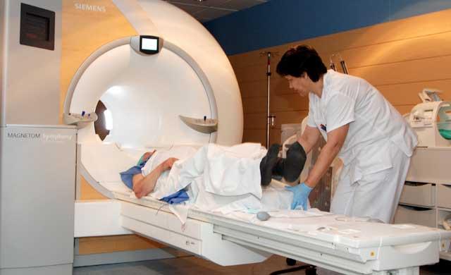 La nueva resonancia magnética del Hospital reduce las derivaciones