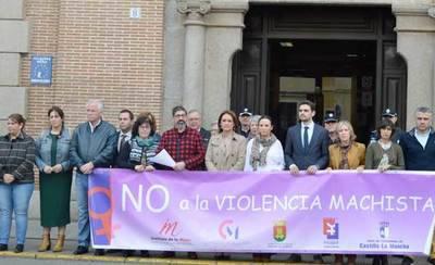 Minuto de silencio en Talavera por las víctimas de violencia de género