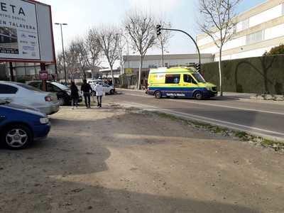 Un herido en un accidente entre una moto y coche en Talavera