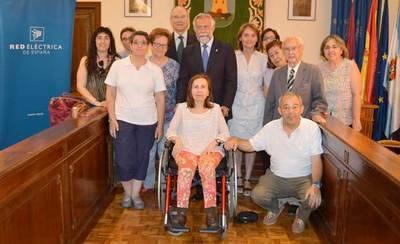 REE y el Ayuntamiento entregan 8 ordenadores a Asociaciones de Talavera