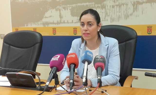 Palacios.'El Gobierno quiere abrir cuanto antes las piscinas municipales'