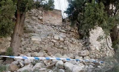 Comienzan las obras de restauración del paño de la muralla caído