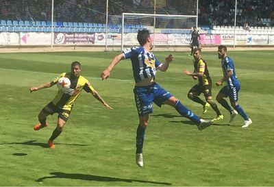 El CF Talavera no logra vencer al Rápido de Bouzas en El Prado