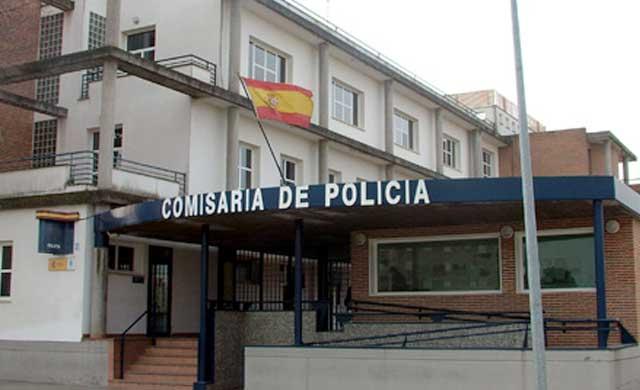 La detenida denunció que un desconocido le había arrebatado su teléfono móvil en la vía pública mediante el procedimiento del tirón