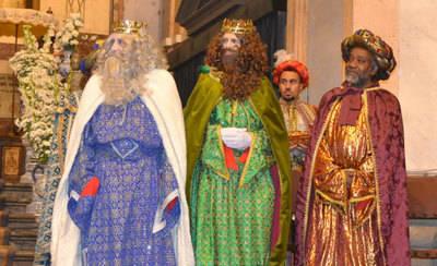 Diez carrozas, un 'flashmob' y más de un millón y medio de caramelos en la Gran Cabalgata de Reyes de Talavera