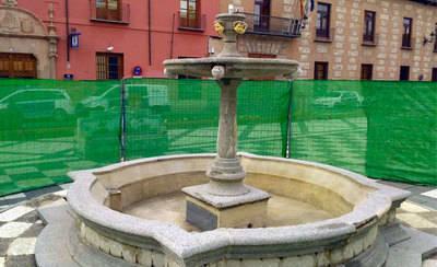 Comienza la rehabilitación de la cerámica de la Plaza del Pan