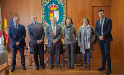 Junta y Ayuntamiento colaboran en la exposición sobre cerámica 'aTempora'