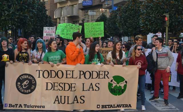 El 80% de los estudiantes secundan la huelga en educación