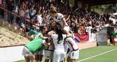 El Real Madrid se inicia en el futbol femenino con un extalaverano entre sus filas