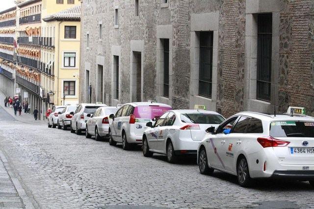 Fomento propone transferir a las CCAA la competencia de dar licencia a firmas como Uber