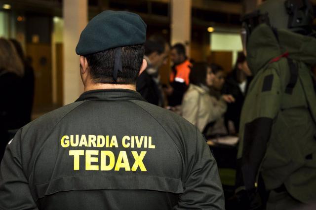 Los TEDAX desactivan un proyectil de la Guerra Civil
