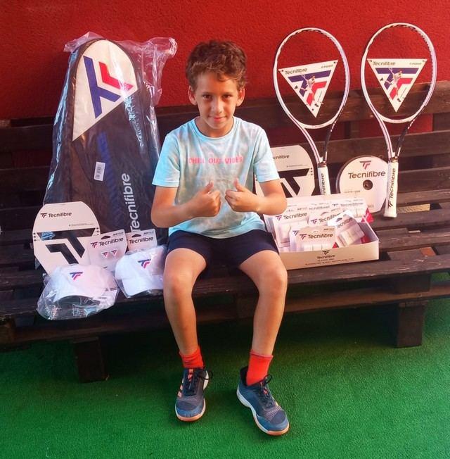 TECNIFIBRE 'ficha' al joven jugador Alejandro Carrión Rodríguez