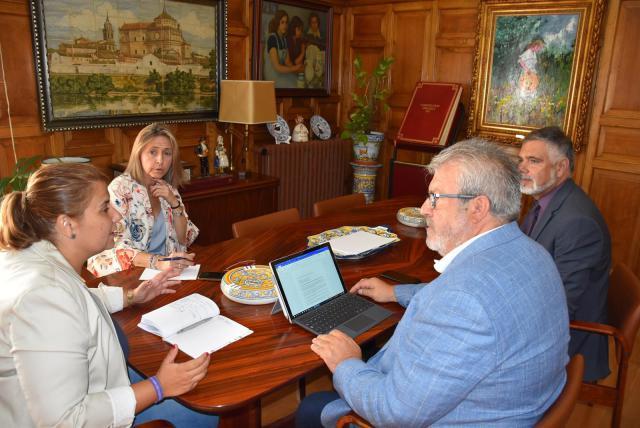 García Élez pide a Renfe revisar frecuencias de trenes, bonos económicos y mejorar infraestructuras en Talavera