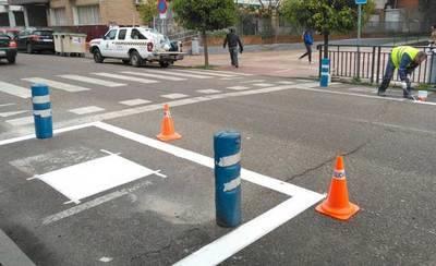 El Ayuntamiento mejora los pasos de peatones de La Solana