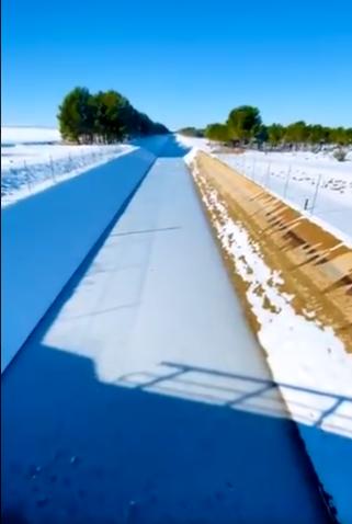 VÍDEO | Las impactantes imágenes del canal del trasvase congelado