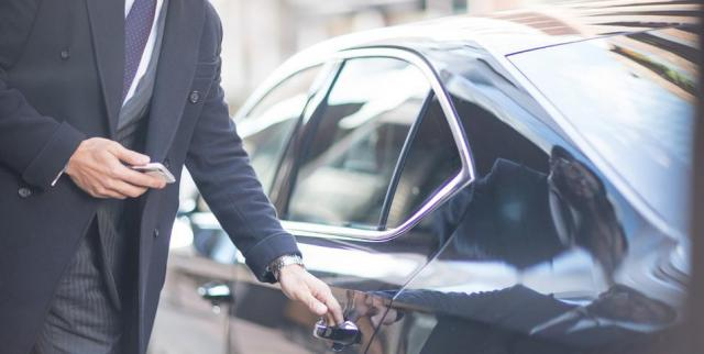 La Junta abordará con el sector del taxi las autorizaciones VTC