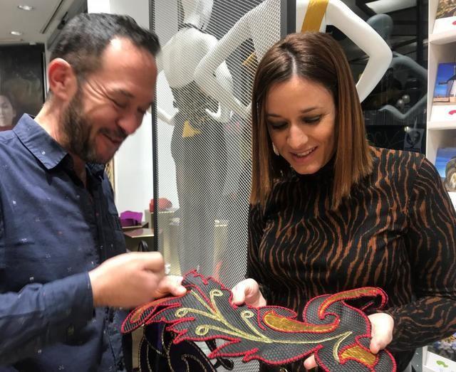 El Gobierno regional promociona el arte del diseño de moda de la mano de Ulises Mérida
