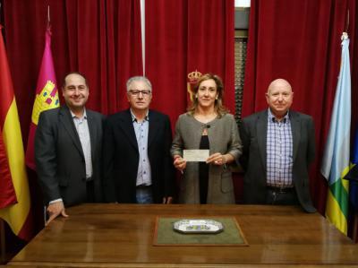 Santa Ana de Pusa colabora con 500 euros con la Asociación Contra el Cáncer