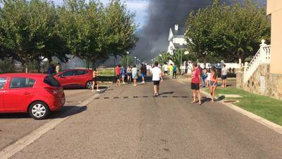 Vídeo del incendio que ha mantenido en alerta a los vecinos de 'Prado del Arca'