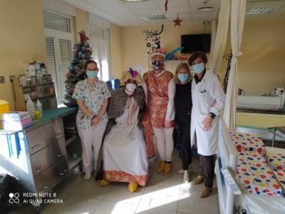 REYES MAGOS | Baltasar visita a los niños ingresados en el Hospital de Toledo
