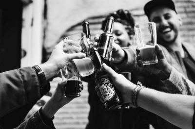 PANDEMIA | Fiestas ilegales, botellones.... ¿Por qué algunos jóvenes se comportan así?