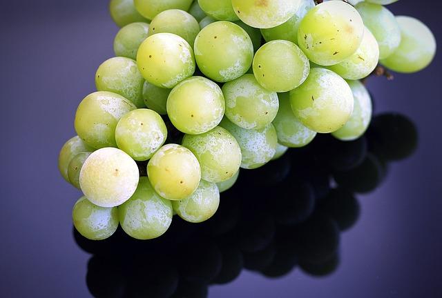 Advierten del riesgo de asfixia por las uvas en menores de 5 y mayores de 65 años