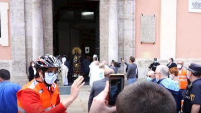 VÍDEO | Polémica: el cardenal Cañizares se salta el estado de alarma y abre la basílica