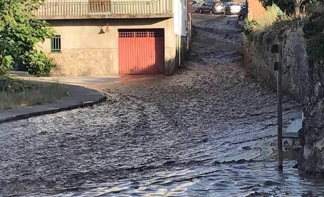 La rotura de la presa del pantano de Valverde de la Vera provoca daños en viviendas